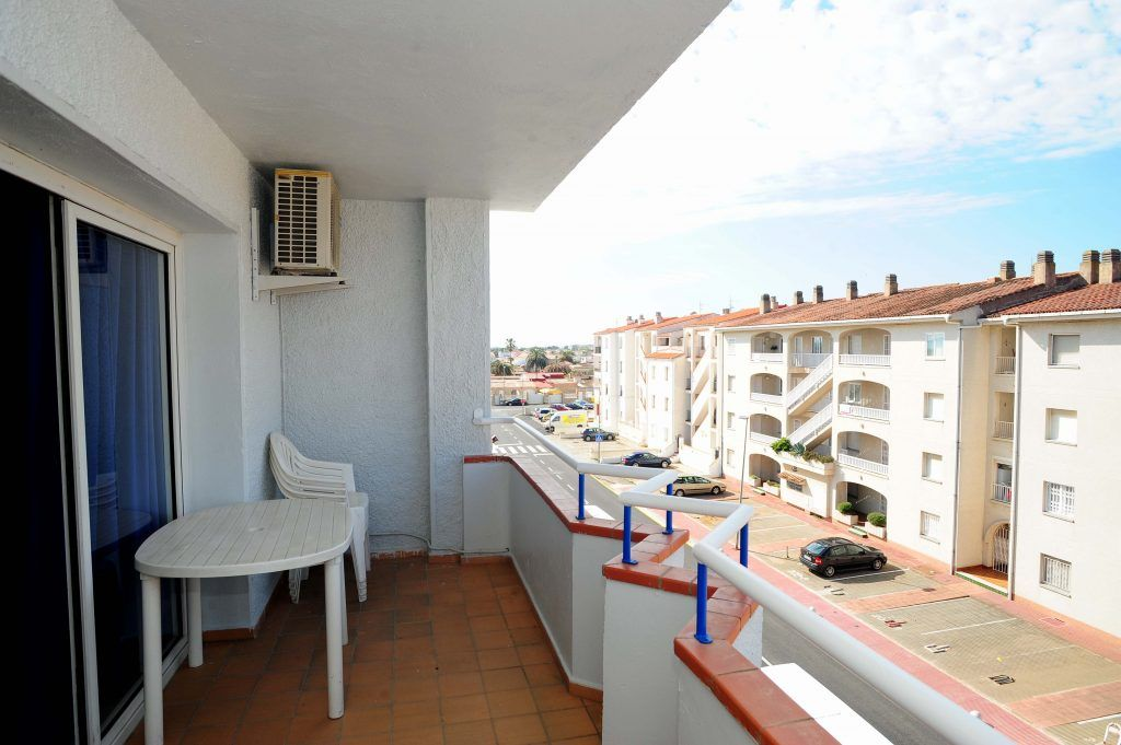 Apartment two cheap rooms with empuriabrava terrace